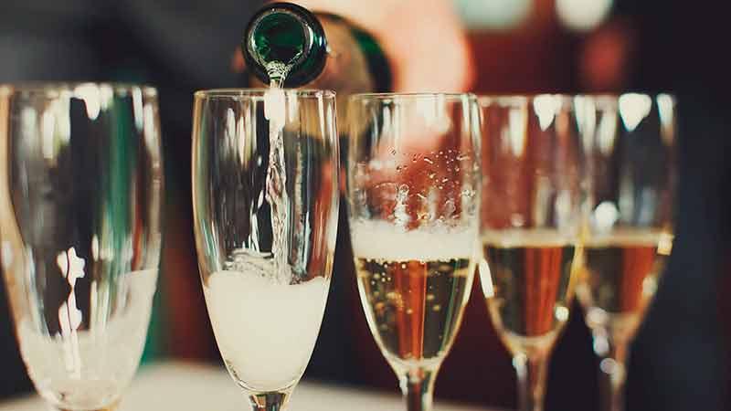 La venta mundial de champaña cayó 18% en 2020 por la pandemia