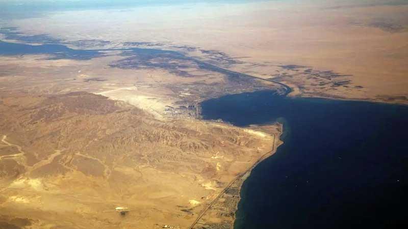 Canal de Suez inicia trabajos de dragado para extender la navegación a doble vía