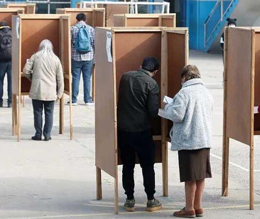 Chile vota para escoger a los 155 redactores de su nueva Constitución