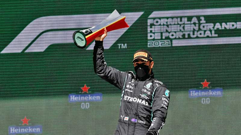 Hamilton gana en Portugal segundo Gran Premio; Checo llega en cuarto lugar